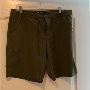 Active shorts military green